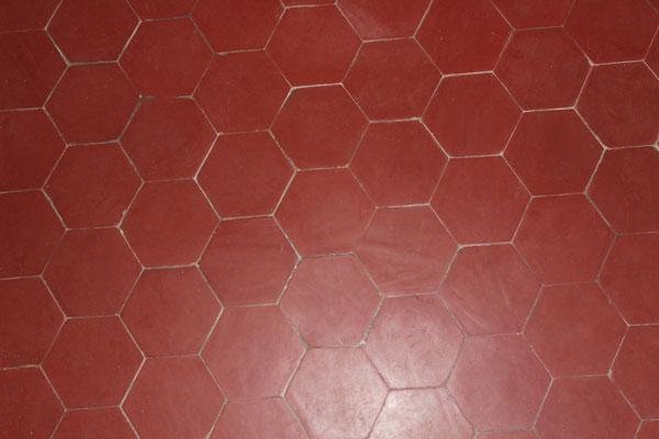 Sol carrelé en tomettes hexagonales de Salernes - Crédit internet
