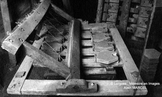 Machine à découper les tomettes - © lorgues.free.fr