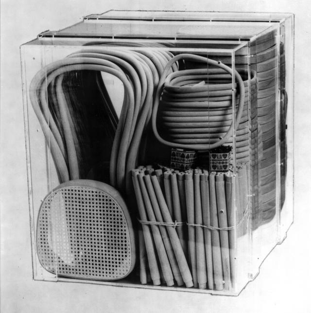 36 chaises THONET n°14 démontées à l'intérieur d'une caisse - Crédit internet
