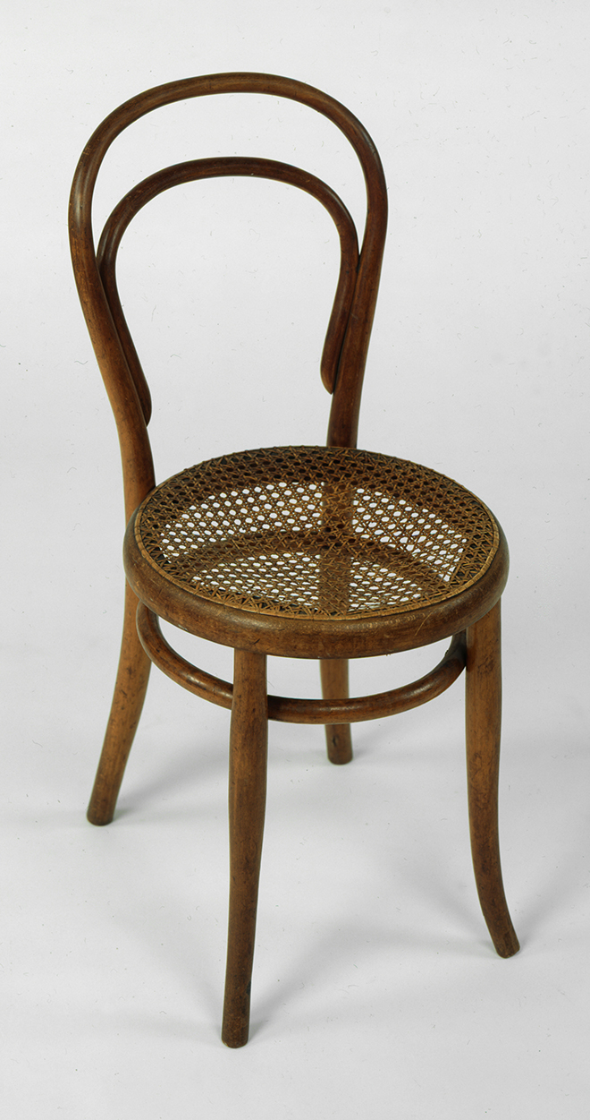 La chaise de bistrot thonet 14 terre meuble for Chaise de bistrot