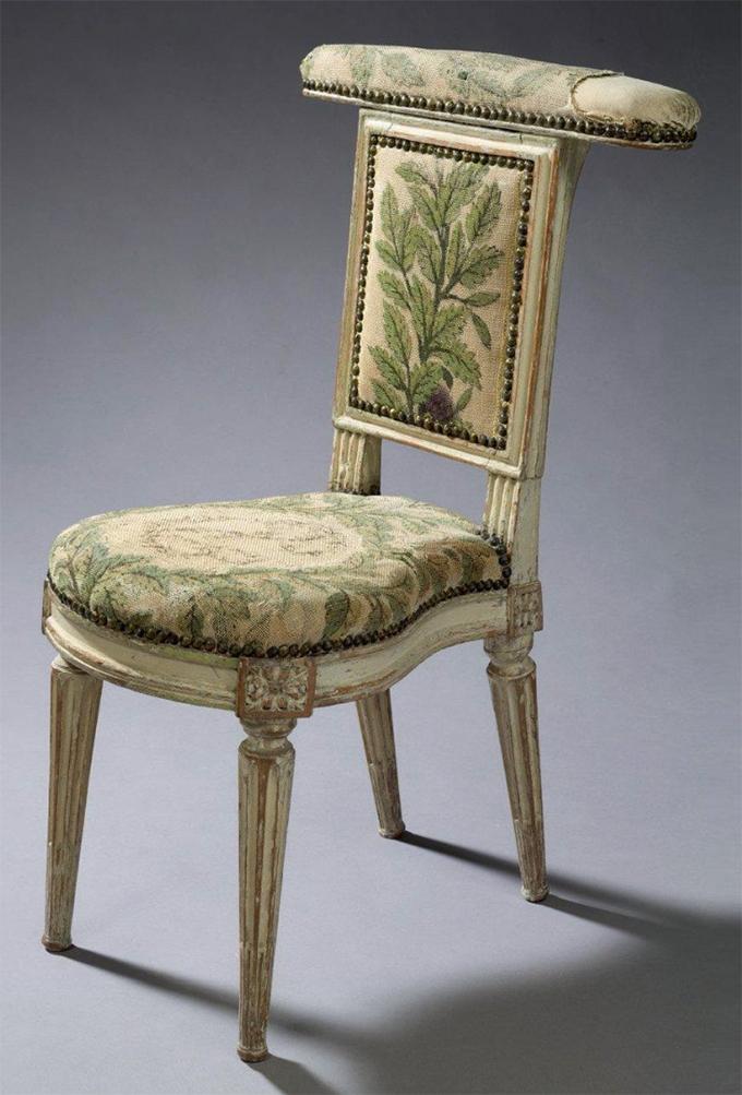 Voyelle en hêtre estampille de Dupain - Epoque Louis XVI - Crédit aguttes.com