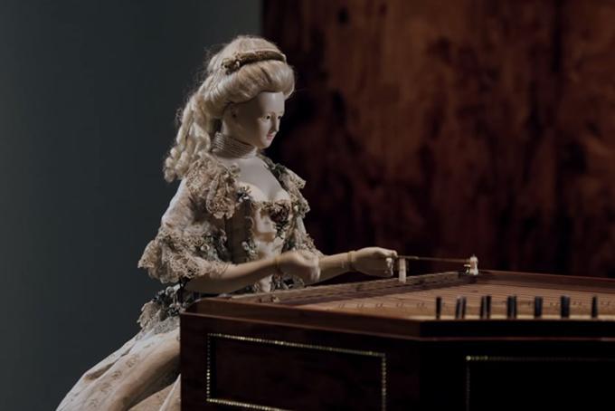 On raconte que le visage de l'automate est celui de Marie Antoinette
