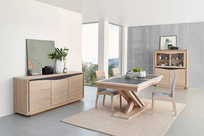Salle à manger en chêne brossé et inclusions de céramique - Crédit internet