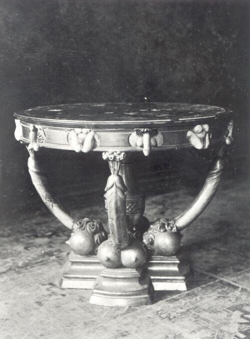 Photographie du guéridon du cabinet de Catherine II