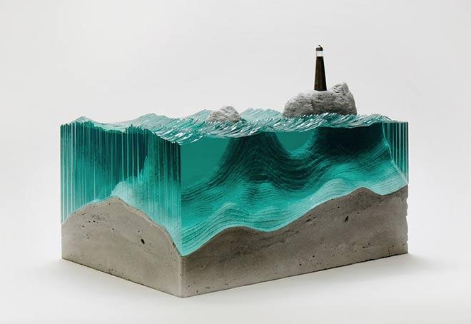"""""""The Beacon"""" (Le phare) sculpture verre et béton - © Ben Young"""