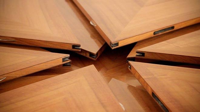 plan rapproch du plateau en cours de fermeture table fletcher modle ecu - Table Ronde Extensible Magique