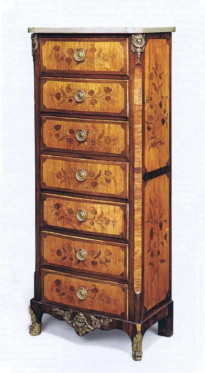 Semainier marqueté en bois de tulipier avec plateau serpentine - Fabrication entre 1750 et 1775