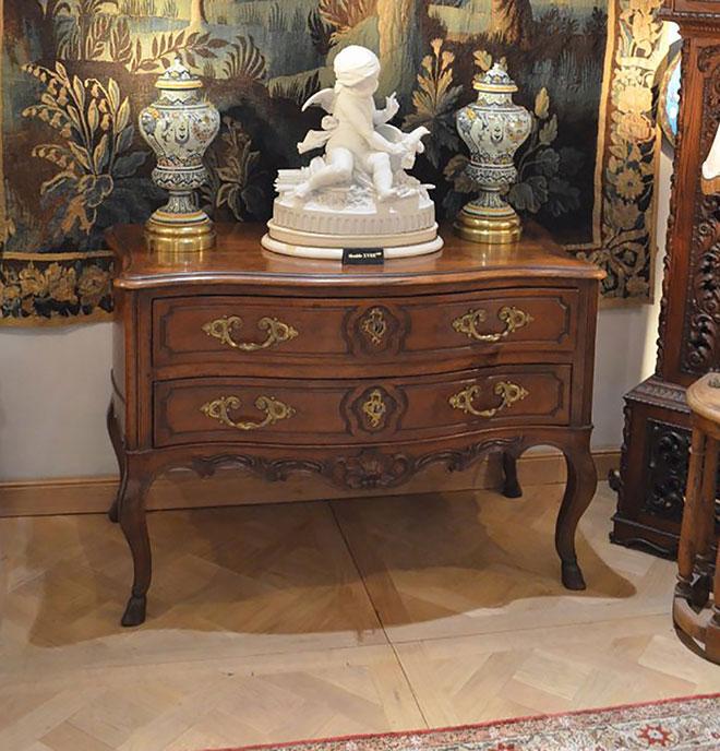 Commode pantalonnière 2 tiroirs en noyer - 18eme siècle Epoque Louis XV travail de Nîmes - Crédit AnticStore