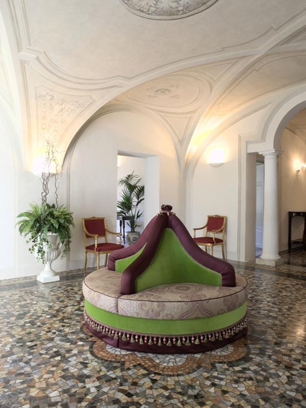 Canapé borne OTELLO par Artex Italia - © ARTEX