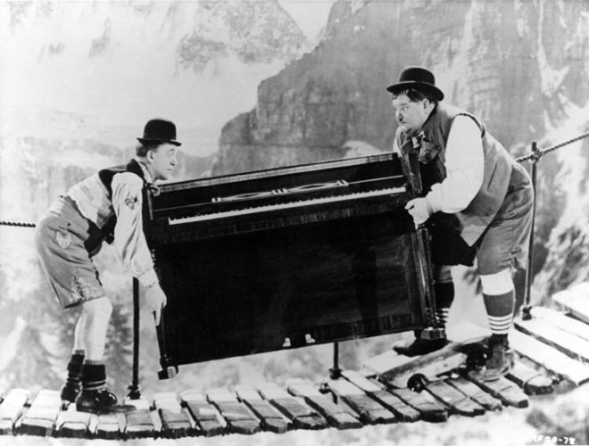 82-Laurel-and-Hardy-livrent-un-piano