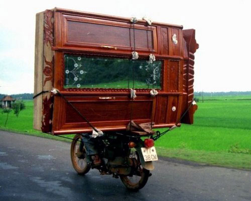 82-livreur-armoire-à-moto