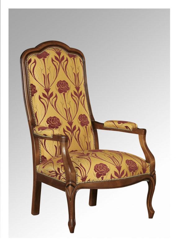 """Le fauteuil Voltaire en """"trèfle"""" possède le haut du dossier à trois rayons de courbure - crédit internet"""