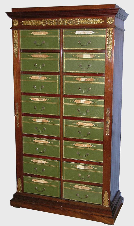 Cartonnier acajou restauration années 1820 - Crédit : antiquites-catalogue.com