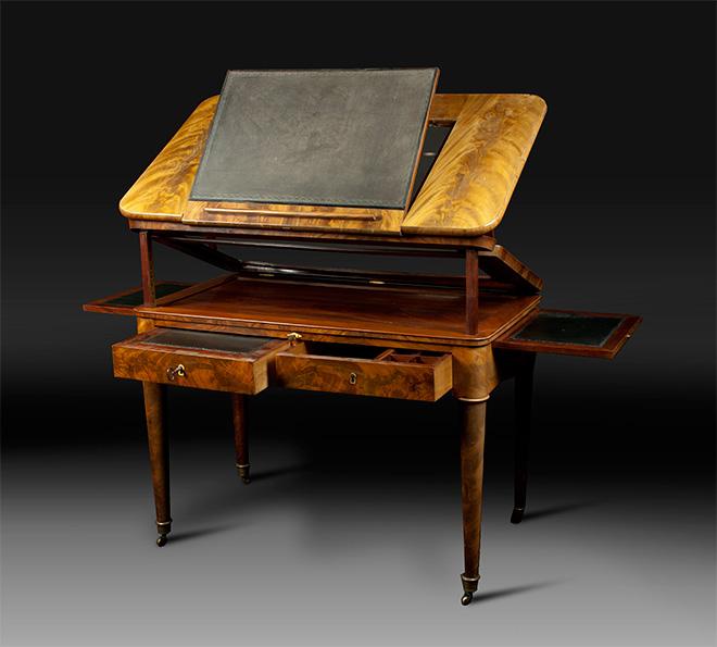 Table à la Tronchin en acajou d'époque Louis XVI - Crédit soubrier.com