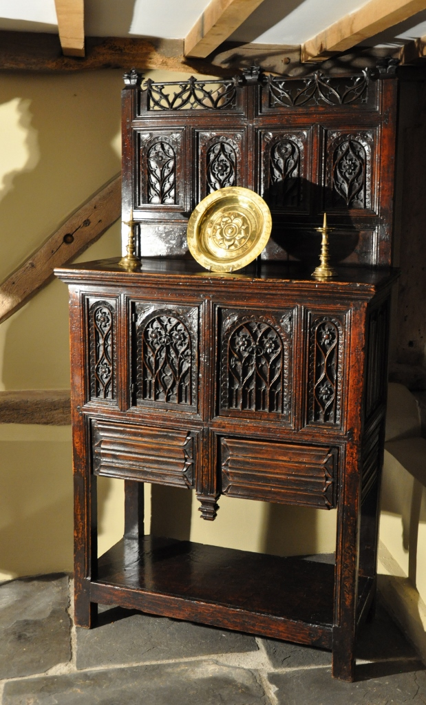 Dressoir français en chêne fabriqué entre 1480 et 1500 - Crédit Sothebys