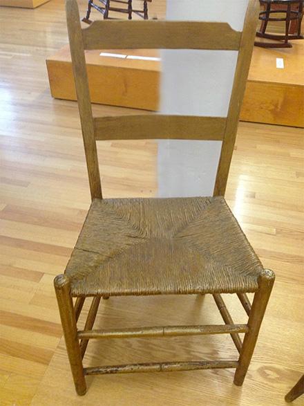Chaise à la capucine de la fin du 18eme - Musée des Ursulines